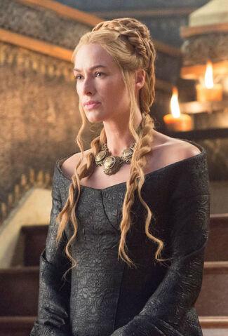 ファイル:Cersei Lannister (S05E01).jpg