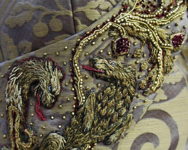 File:308 Sansa wedding dress embroidery 3.jpg