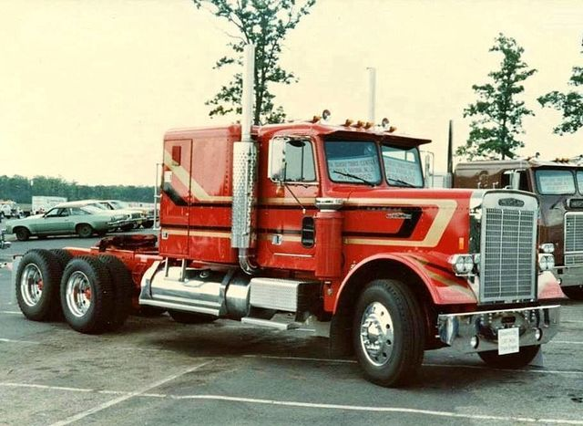 File:The Super Red Gandoler of The Year 1978.jpg