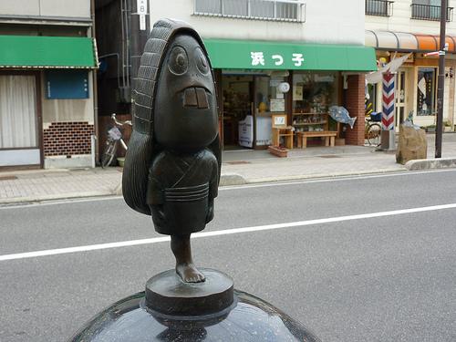 File:Yobuko statue.jpg