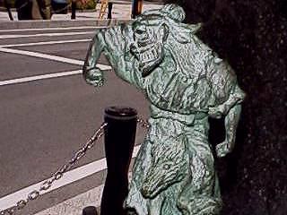 File:Kaji-Babaa statue.jpg