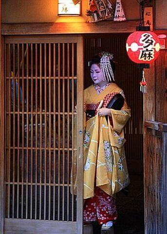 File:Paseo por Gion 16.jpg