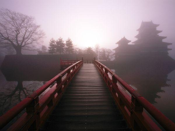 File:Footbridge-matsumoto-honshu-island 12268 600x450.jpg