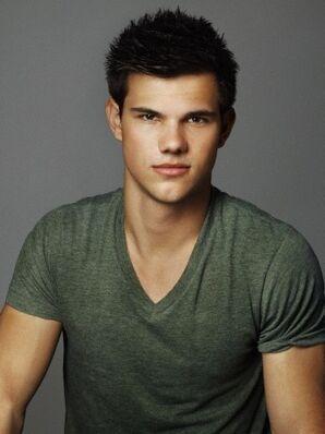 Taylor-Lautner-Body-Measurements-Chest-size