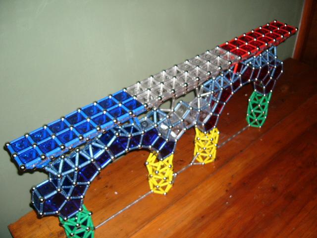 File:Puente con arco 10 y 20.JPG