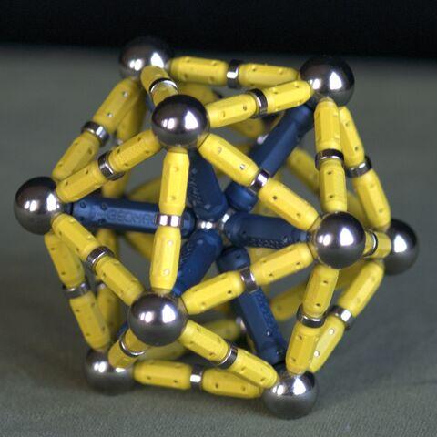 File:Starburst icosahedron at scale 1.jpg