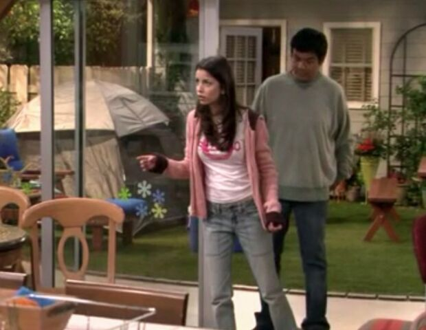File:Ep 4x15 - George and Carmen face their fear together.jpg