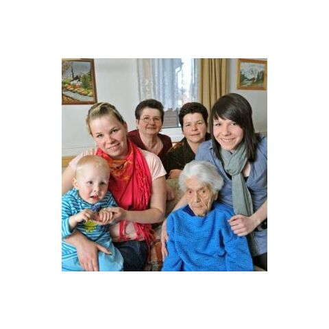 Frieda Szwillus at age 109, with family.