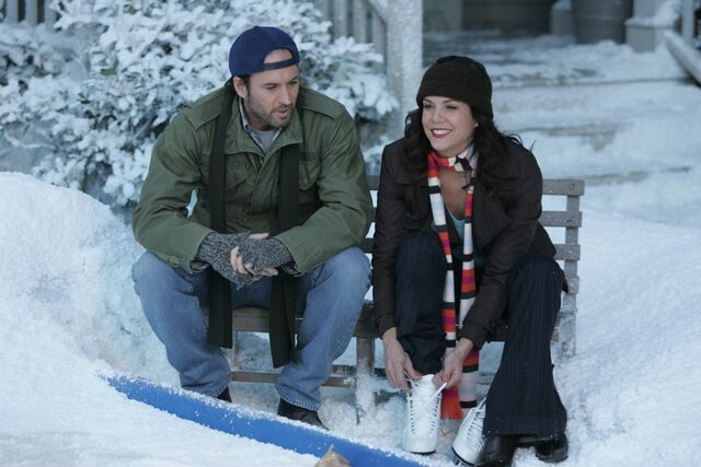 File:Luke-lorelai-gilmore-girls-13-questionable-morals.jpg