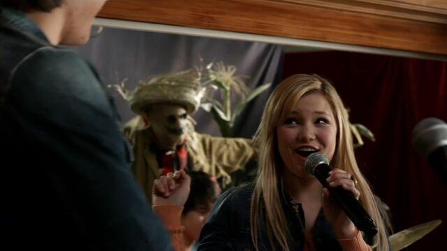 File:Girl Vs Monster 2012 720p HDTV h264-OOO mkv 000142934.jpg