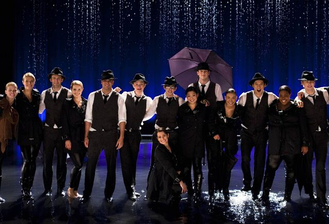 File:Cast-shot-from-Singing-In-the-Rain-Umbrella-performance-The-Substitute-glee-20519089-2560-1738.jpg