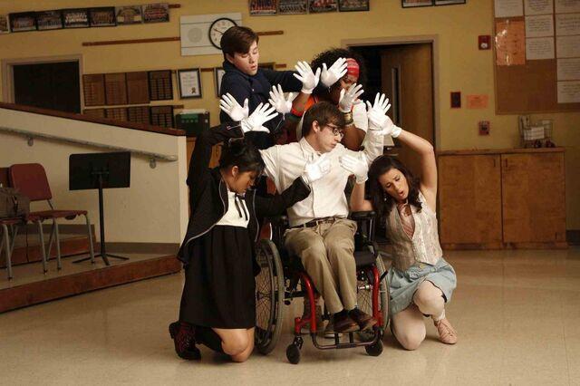 File:Glee-1024x682.jpg