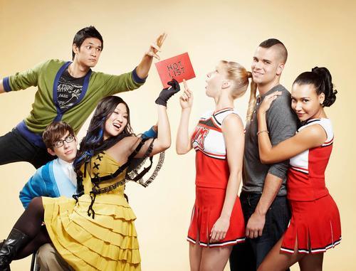File:Glee Cast 41040 002 122 205lo.jpg