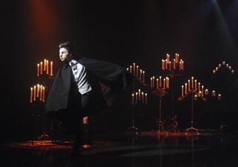 File:Kurt performing.jpg