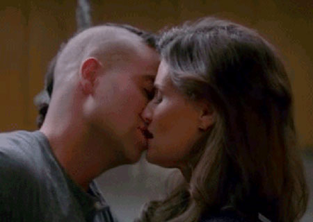 File:Glee-puck-shelby-kiss.jpg