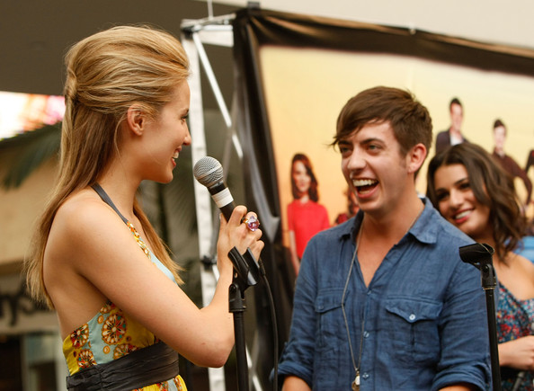 File:Kevin+McHale+Dianna+Agron+Fox+Presents+Glee+56VpnbpAC-pl.jpg