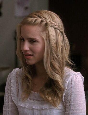 File:Quinn Fabray in Glee Club in season 2.jpg