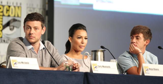File:Glee panel-21.jpg