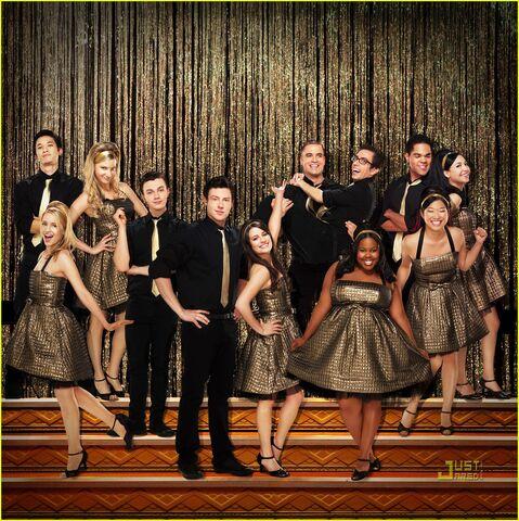 File:Glee-album-artwork-journey-to-regionals-06.jpg
