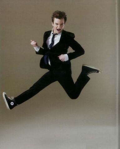 File:Thumbs chris colfer as kurt hummel from glee rocking out.jpg