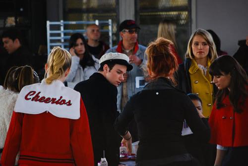 File:Glee-310-bts-6.jpg