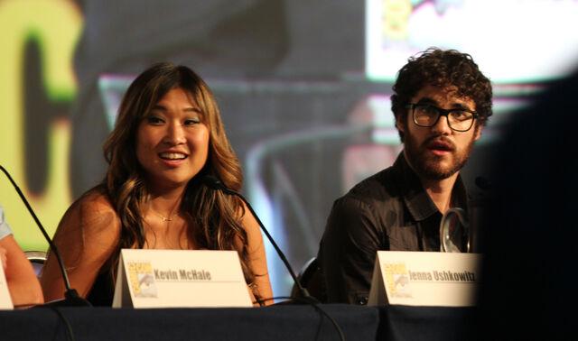 File:Glee panel-5.jpg