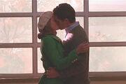 Glee09-will-emma-kiss.jpg