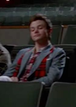 File:Kurt scarf.png