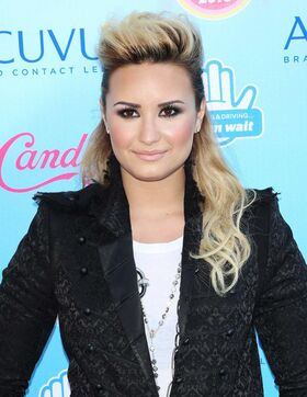 Demi-lovato-2013-teen-choice-awards-01.jpg