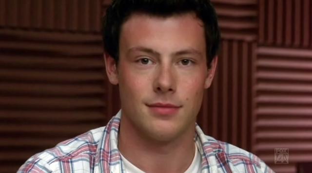File:1x10 Finn notices Rachel's butt.PNG