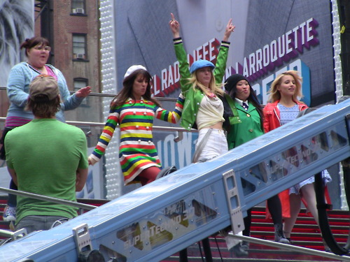 File:Glee girls dance in nyc.jpg