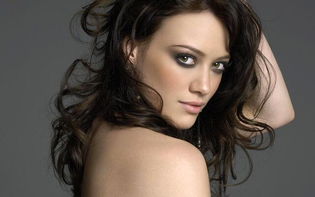 File:Hilary-Duff-Beautiful-Brown-Eyes-Picture.jpg