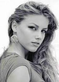 File:Amber Heard as Lauren.jpg