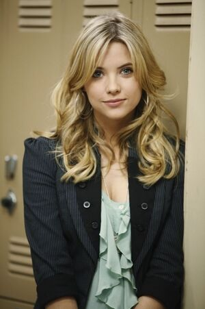 Hanna-Marin-Pretty-Little-Liars-tv-female-characters-16560673-466-700