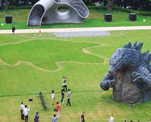 File:LegendaryGoji Statue in Midtown Park Tokyo Japan tokyo-midtowncom jp summer 2014 godzillahtml 10.jpg
