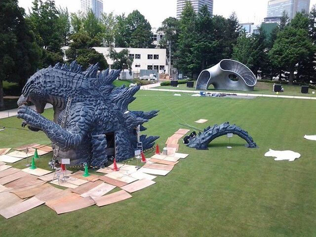 File:LegendaryGoji Statue In A Tokyo Park 7.jpg