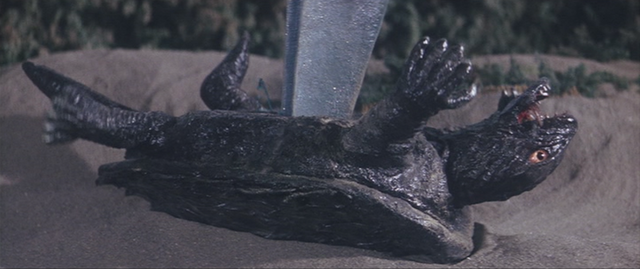 File:Gamera - 4 - vs Viras - 25 - Ouch.png