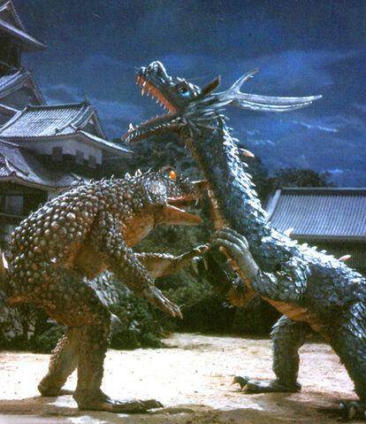 File:Dragon thing vs lizard thing.jpeg