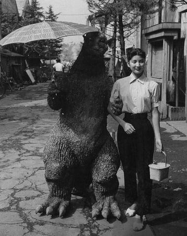 File:G54 - ShodaiGoji and Emiko stroll down the streets of Tokyo.jpg