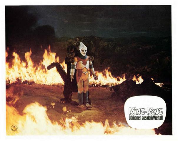 File:Godzilla vs. Megalon Lobby Card Germany 4.png