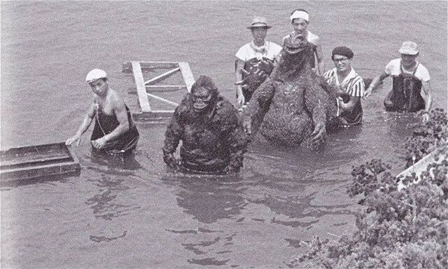 File:Godzilla and Kong in the water.jpg