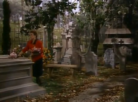 File:Grave of Mama Devereaux.png