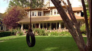 Good-Luck-Charlie-house-tire-swing