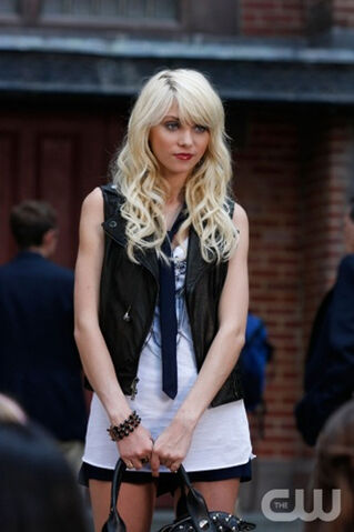 File:Taylor-Momsen-GG-11-09.jpg