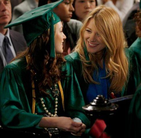 File:Blair-and-Serena-Graduation--Giovanni-Ruffino-776709.jpg