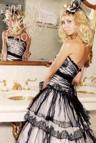 File:Taylor-momsen-fashion-designer.jpg