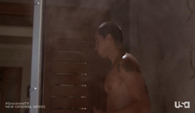 File:1x09-JohnnyShower.png