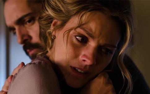 File:Diego consuela a Alicia.jpg