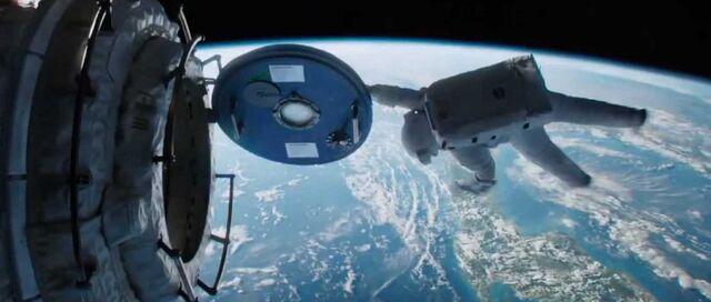 File:Gravity-Sandra-Bullock-airlock.jpg