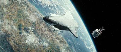 Gravity-movie-2013-trailer-screenshot-explorer-shuttle